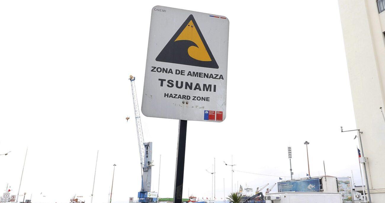 La determinación de Alerta Amarilla obliga a la evacuación preventiva de la costa al menos 80 metros desde la línea de mar. Foto: Agencia UNO/Archivo