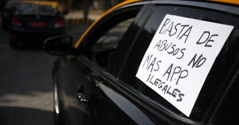 """""""TDLC rechaza demanda de taxistas contra Uber, Easy Taxi y Cabify por competencia desleal"""""""