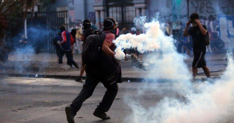 Incidentes en Plaza Baquedano provocan desvíos de tránsito