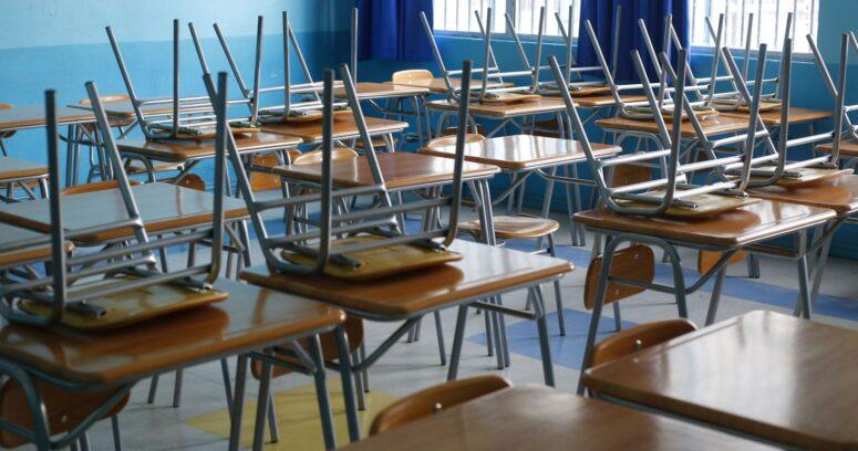 """""""Estudiantes y apoderados protestaron por el cierre de escuelas en Italia"""""""