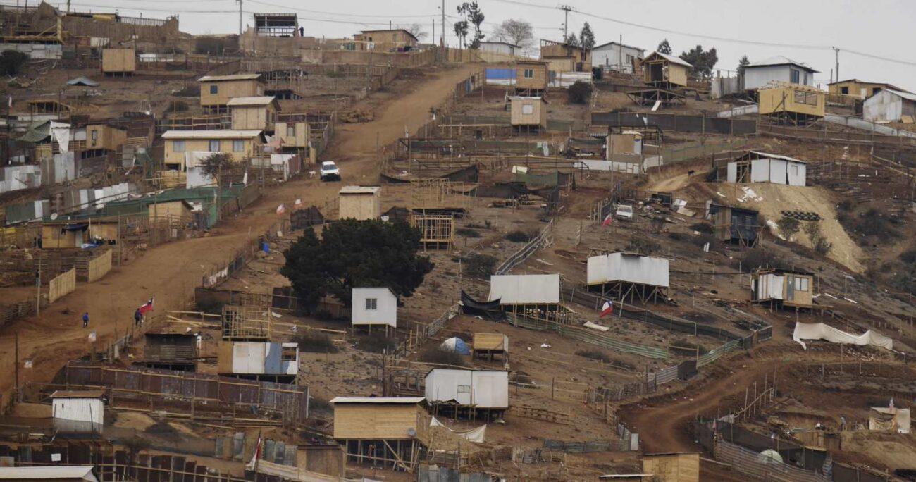 La medición de Techo Chile cifró en 969 el número total de campamentos en el país. (Agencia UNO/Archivo).