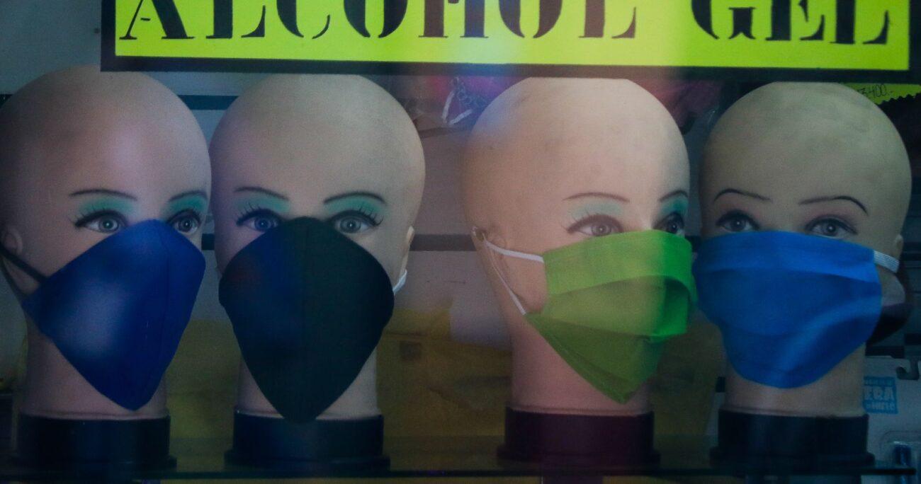El uso de mascarillas seguirá siendo obligatorio para todas las personas en los lugares públicos. (Agencia Uno/Archivo)