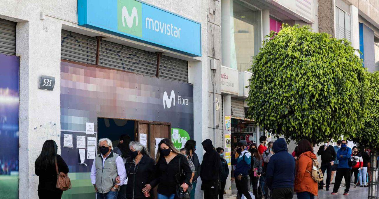 Oficina de Movistar en el centro de Copiapó durante la pandemia de COVID-19. (Agencia UNO/Archivo)
