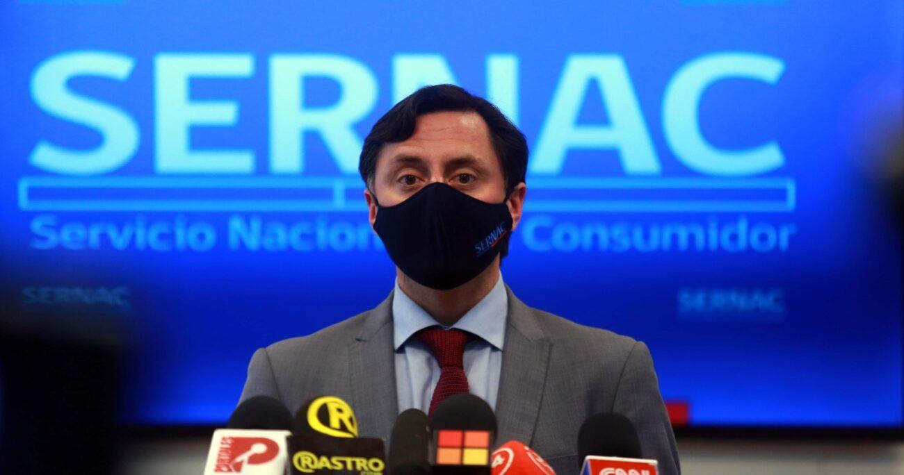 El director nacional del Sernac, Lucas del Villar, durante una actividad en octubre de 2020 en donde se llama a consulta ciudadana ante la regulación de la industria del comercio electrónico. (Agencia UNO/Archivo)