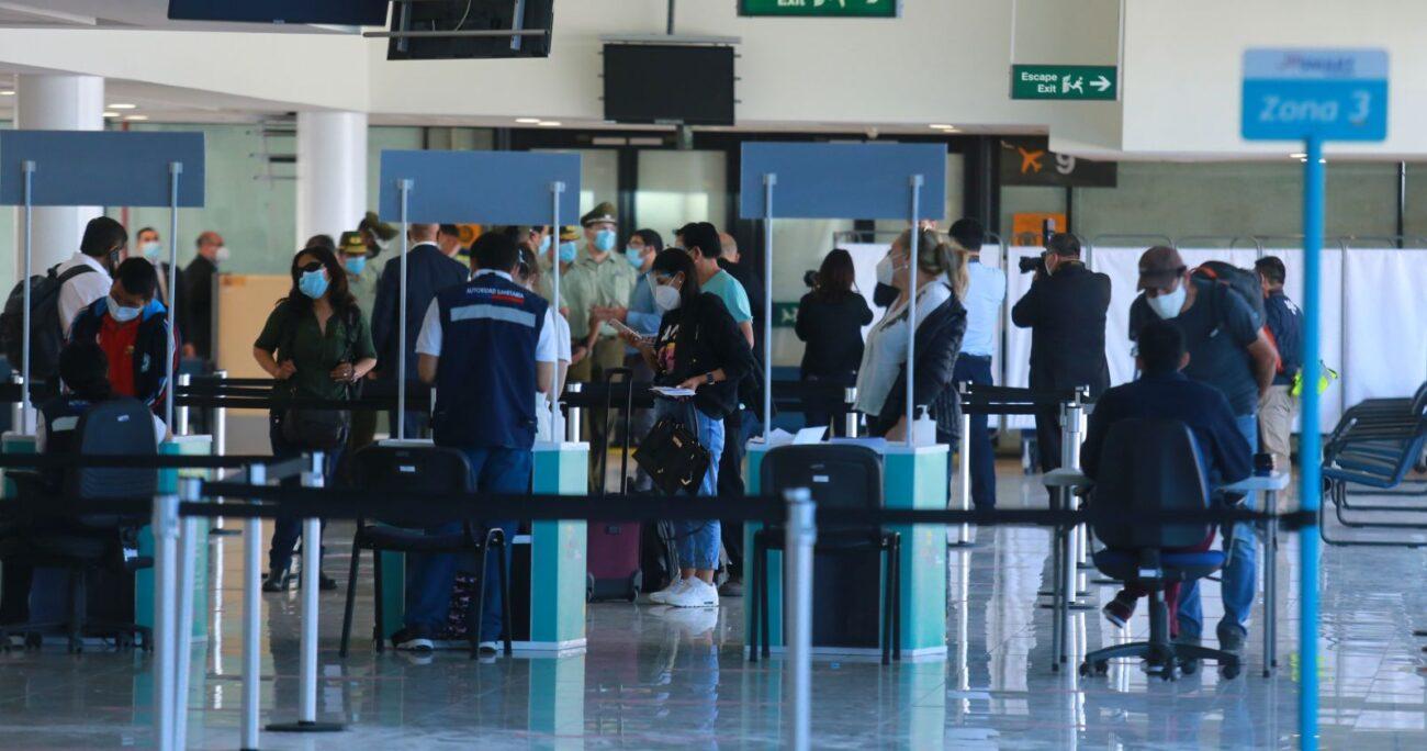 Las medidas serán aplicadas a los pasajeros procedentes de todos los países. (Agencia UNO/Archivo)