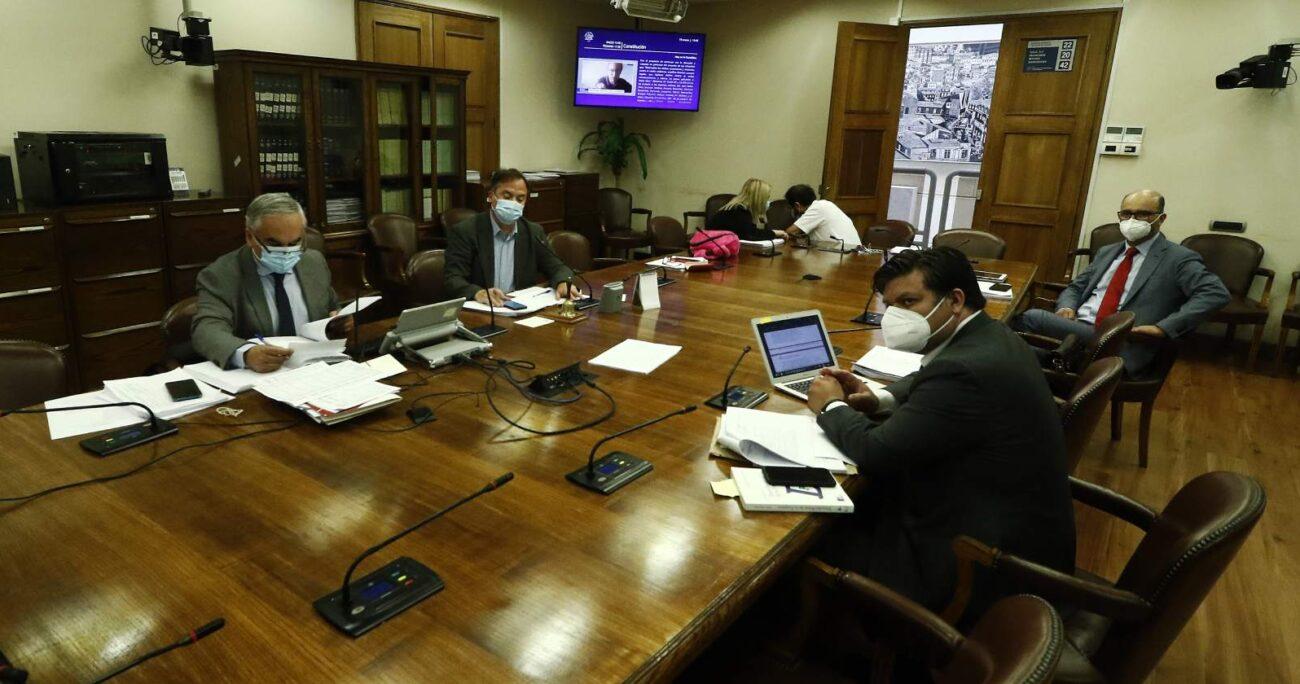 Por su parte, el DC Matías Walker dejará la presidencia de la instancia parlamentaria. Foto: Agencia UNO/Archivo