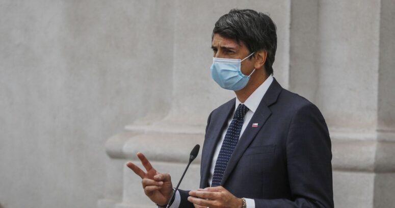 """Ministro de Ciencia: """"No tenemos datos de los efectos de la vacunación"""""""