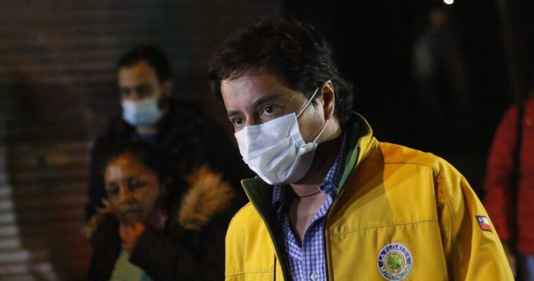"""""""Gobierno de ineptos"""" y """"grupo de aprovechadores"""": Rodolfo Carter explota contra La Moneda"""
