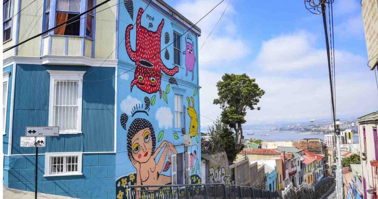 Mural pintado por la cantante Mon Laferte en Valparaíso (Agencia UNO/Archivo)