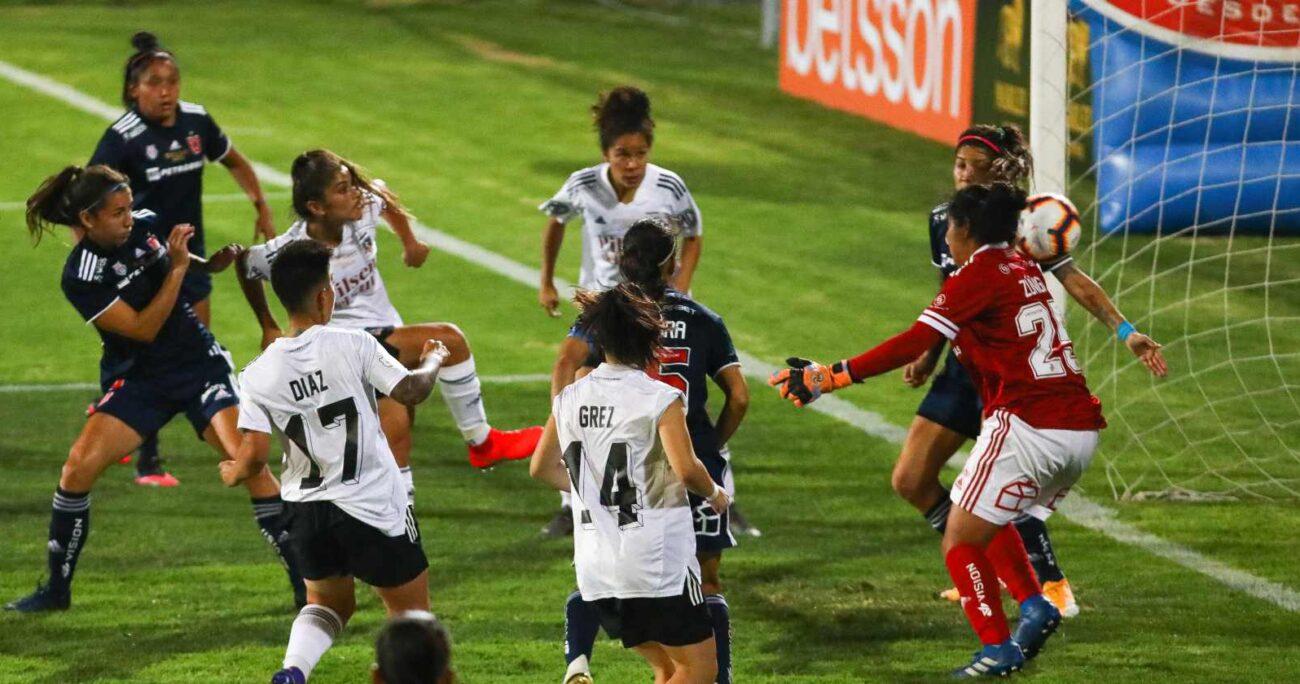 Colo- Colo y Universidad de Chile durante el partido válido por el Chile 2 para la Copa Libertadores Femenina 2021 (Agencia UNO/Archivo)