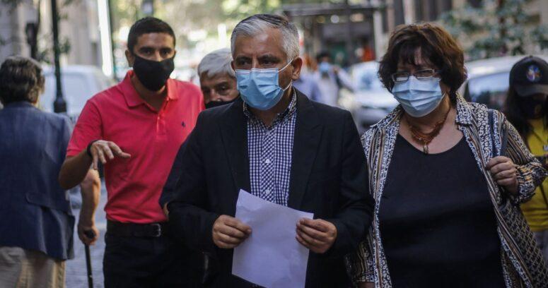 """Colegio de Profesores pide suspender las clases presenciales en todo Chile: """"Es criminal"""""""