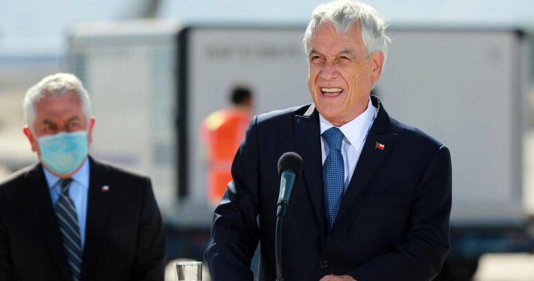 Piñera se estanca en baja popularidad pese a respaldo de los chilenos a la gestión por vacunas