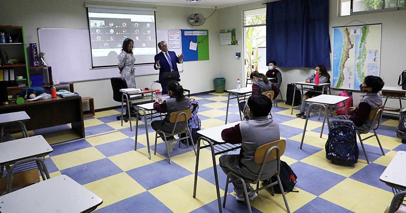 Alumnos del Colegio Particular San Lorenzo de Copiapó, uno de los establecimientos que retomó las clases presenciales. (Agencia UNO/Archivo)