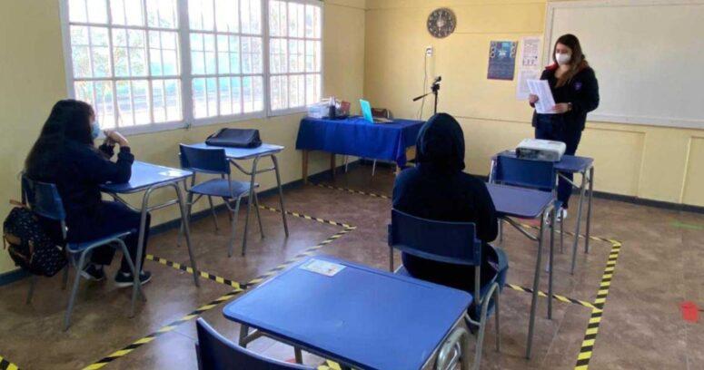 Dos colegios de la Región Metropolitana en cuarentena preventiva por Covid-19