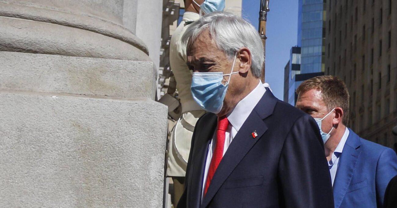 El Presidente Sebastián Piñera llega al Palacio de la Moneda tras participar de en el inicio del año escolar 2021. (Agencia UNO/Archivo)