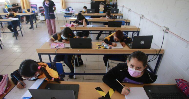 Mineduc reafirma que no habrá suspensión de clases ante cuarentenas y alza de casos