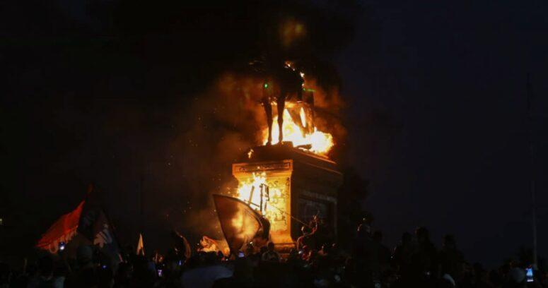 """""""Antichilenos"""": Ejército repudia quema de monumento a Baquedano"""