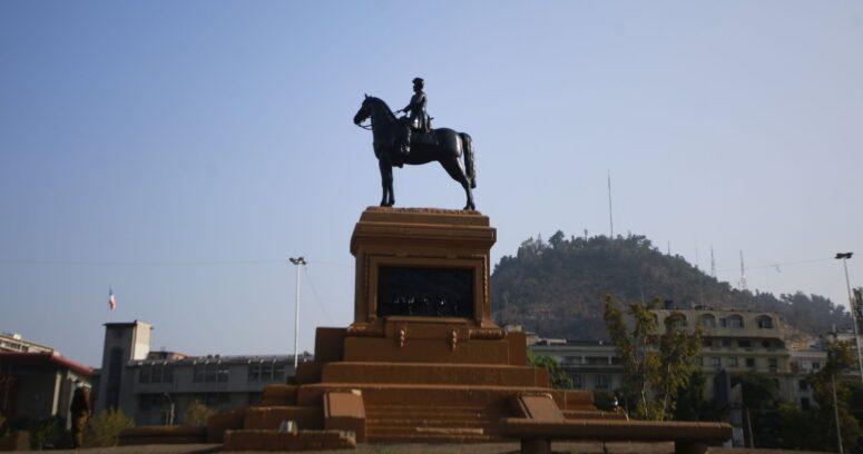 Piñera se compromete a reponer estatua de Baquedano finalizada su restauración