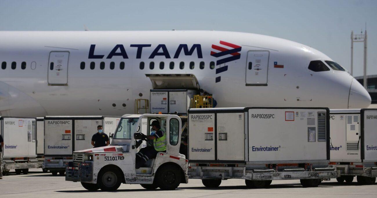 El arribo del cargamento al Aeropuerto Arturo Merino Benítez. (Agencia Uno)