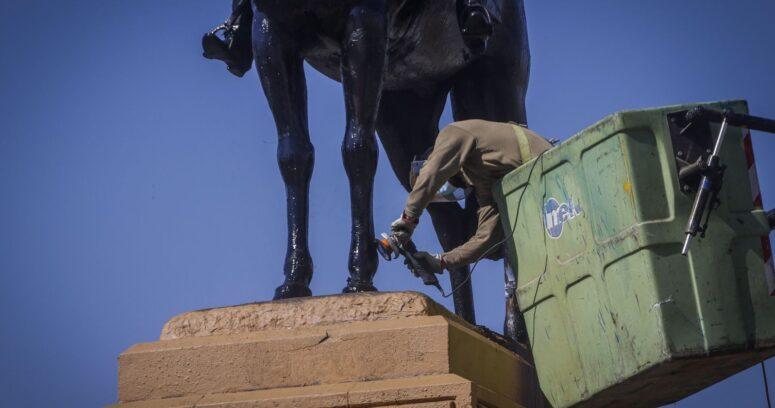 """""""CDE pide arresto domiciliario de imputado por daño a estatua de Baquedano"""""""