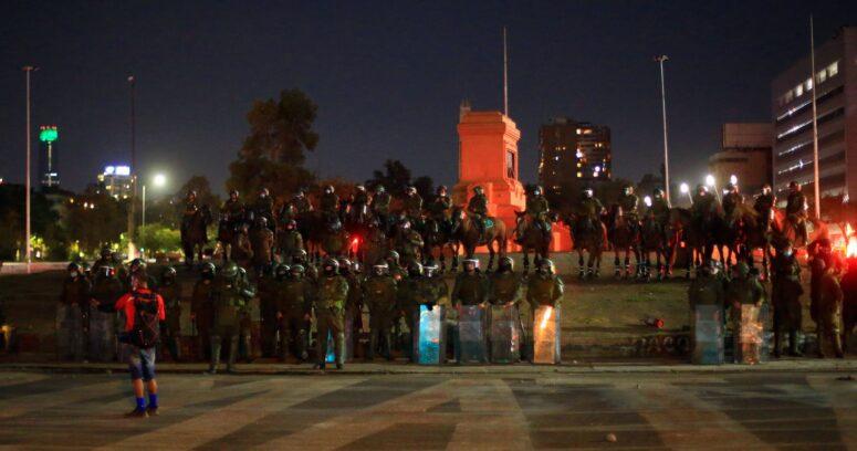 Primer viernes sin el monumento a general Baquedano: incidentes en Plaza Italia dejan 62 detenidos