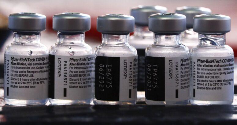 Vacunas de Pfizer y Moderna son efectivas en mujeres embarazadas y lactantes