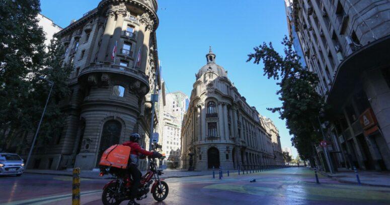 Circulación vehicular bajó un 38% en Santiago durante la cuarentena sin permisos