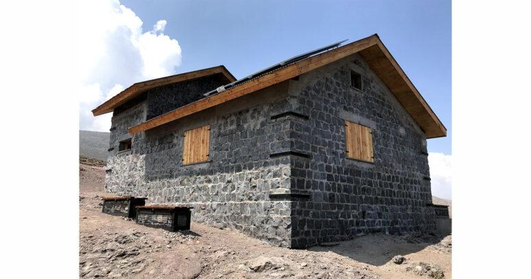 Restauración en las alturas: presentan nueva imagen con la que Casa Von Kiesling y Refugio Alemán recibirán a los amantes del montañismo