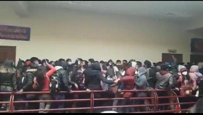 Bolivia: al menos siete universitarios fallecen tras caer desde un cuarto piso