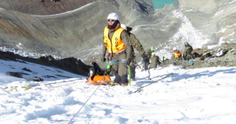 Rescatan cuerpos de militares fallecidos hace 40 años durante accidente aéreo en cerro El Plomo
