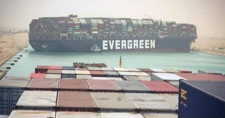 """""""Buque logra ser desencallado y se reanuda tráfico en el Canal de Suez"""""""