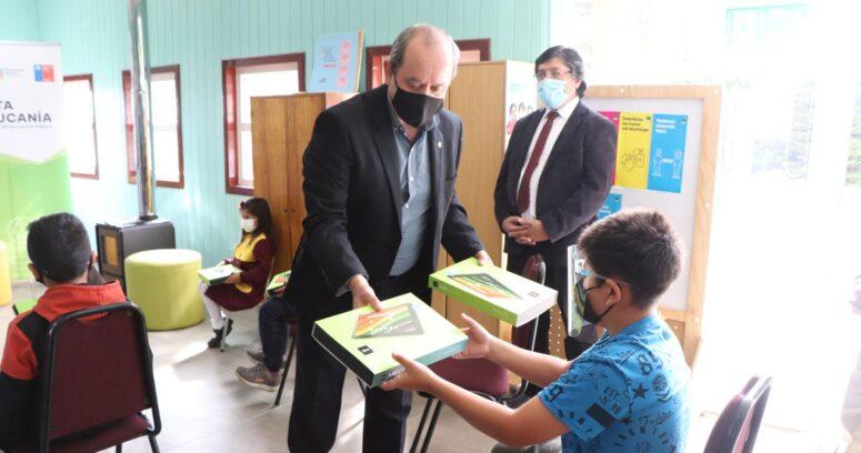 Servicio Local de Educación de La Araucanía entrega 485 tablets a estudiantes de establecimientos rurales