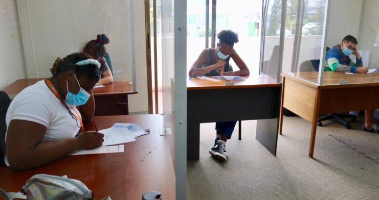 La historia de tres jóvenes que lograron su sueño de entrar a la universidad tras ser parte de preuniversitario gratuito