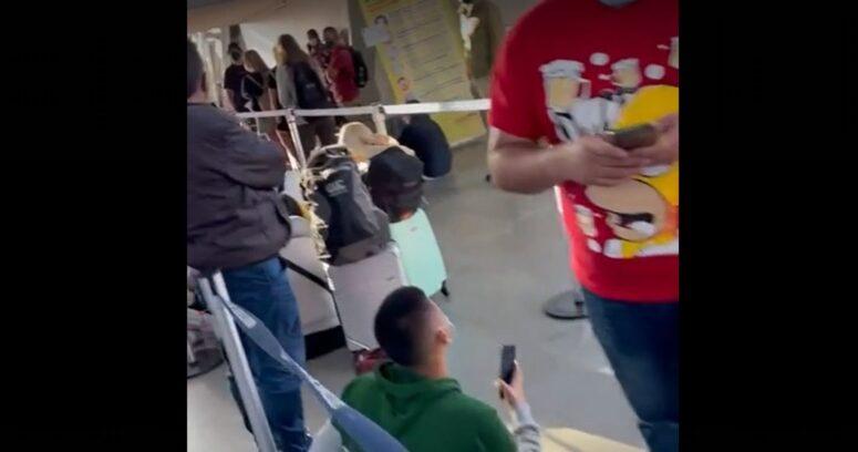 """Viajeros denunciaron """"colapso"""" en el Aeropuerto de Santiago"""