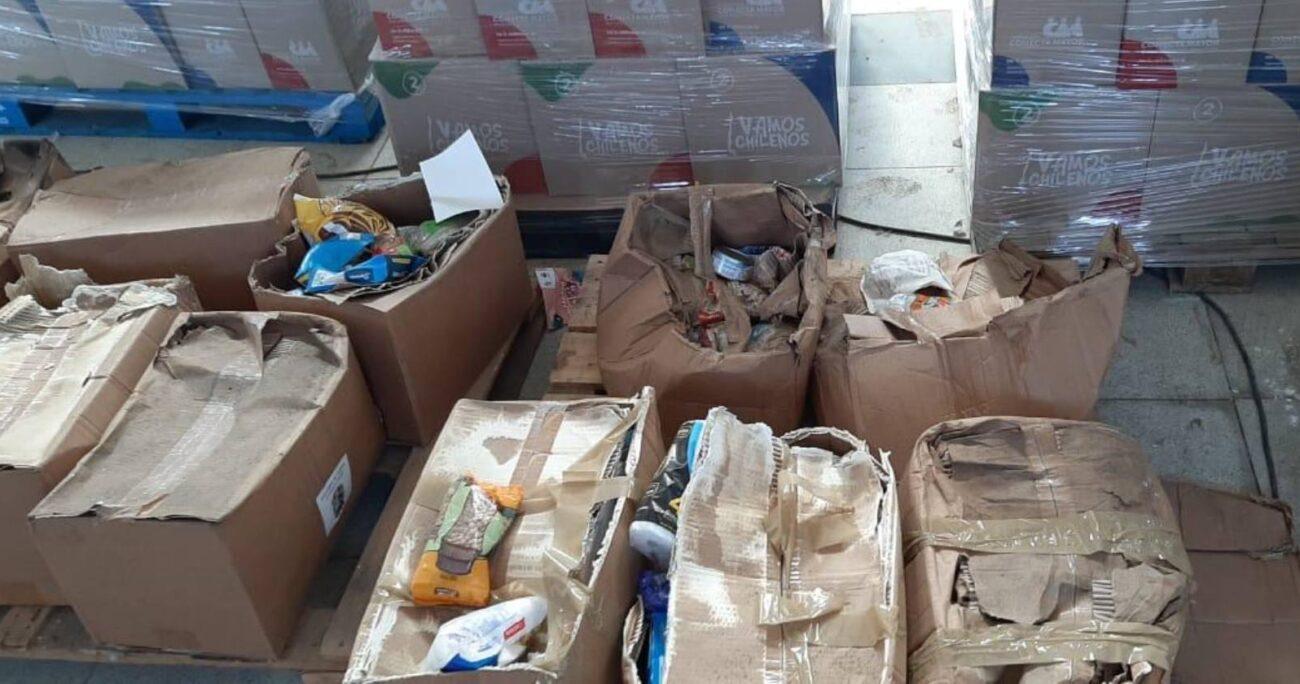 Las cajas en mal estado se encuentran en la bodega Simón Bolivar del municipio. (Captura Twitter).