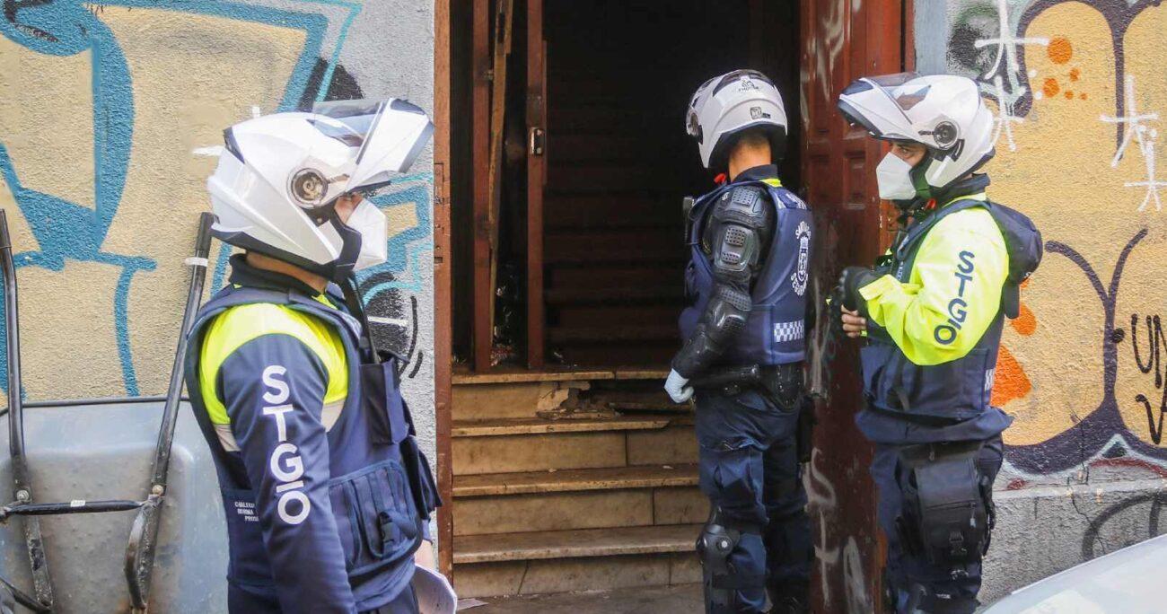 Carabineros está investigando lo ocurrido en la calle Catedral este miércoles. (Agencia Uno).