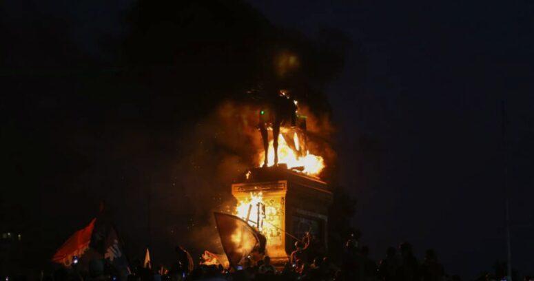 """""""CDE presentó querella por incendio en estatua del general Baquedano"""""""