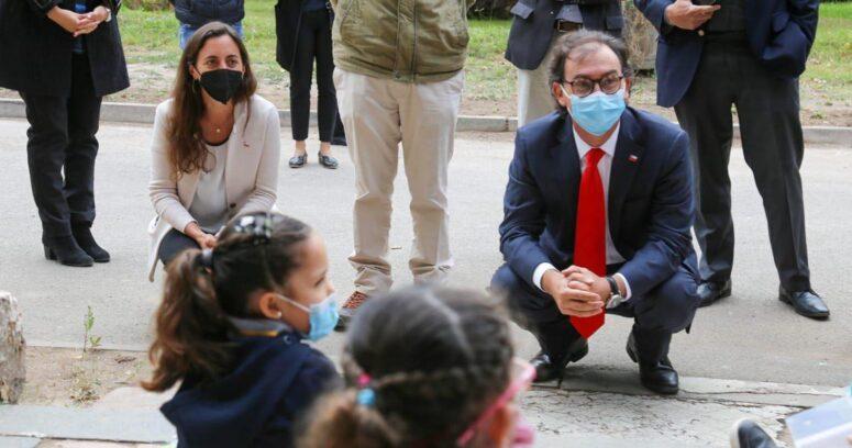 """Mineduc por clases en comunas que retroceden a cuarentena: """"Se debe mantener el proceso educativo a distancia"""""""
