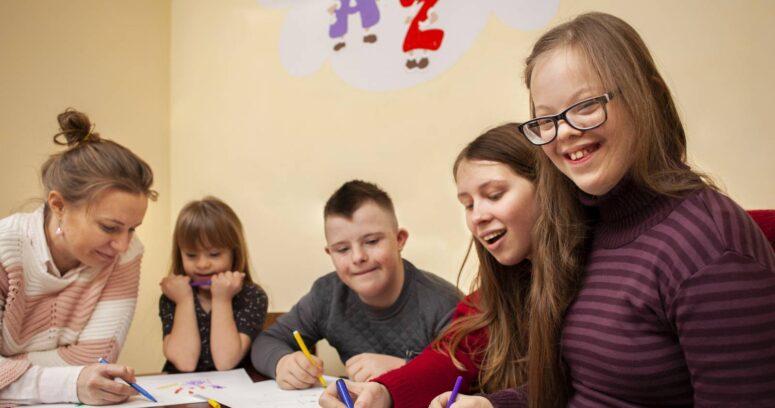 """""""Inclusión Educativa de estudiantes con Síndrome de Down y su enorme aporte a la sociedad"""""""