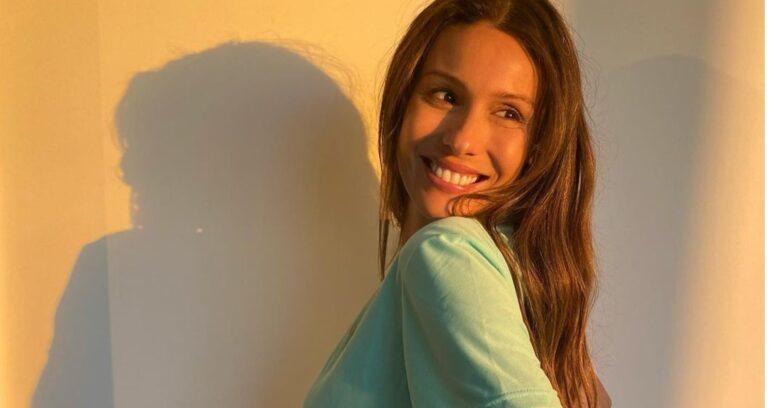 """""""¿Cómo se puede amar tanto?"""": Pampita enternece las redes con la primera imagen de su hija"""