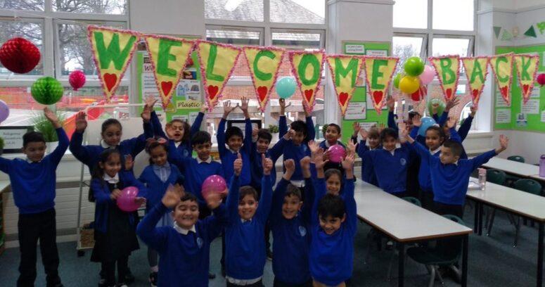 Reino Unido reabrió sus escuelas en el inicio de su desconfinamiento