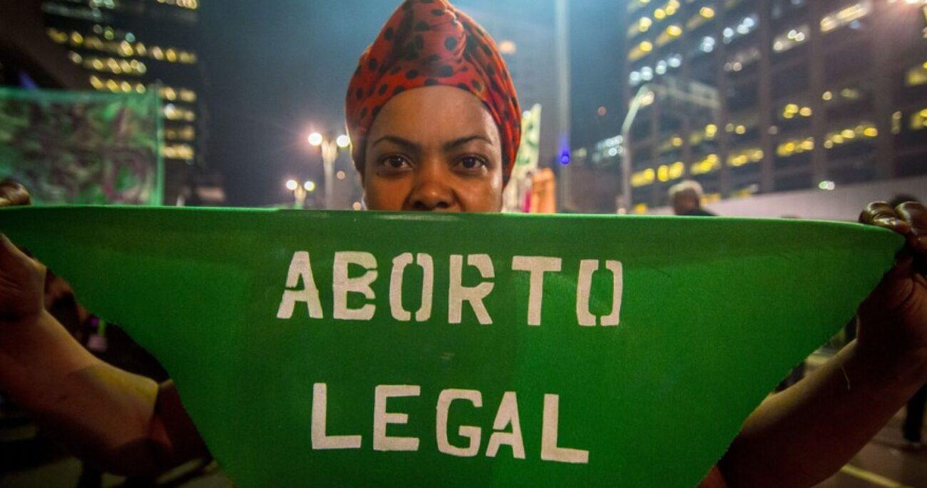 Organizaciones feministas se han manifestado este miércoles en Quito durante el pleno de la Corte. AGENCIA UNO / EUROPA PRESS