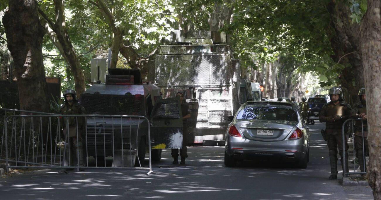 Carabineros detuvo a los individuos por encontrarse sin permisos de desplazamiento a raíz de la cuarentena que rige en la Región Metropolitana. AGENCIA UNO/ARCHIVO