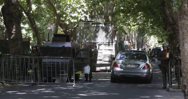 Persecución, disparos y detenidos: el tenso día en perímetro de acceso a la casa de Piñera