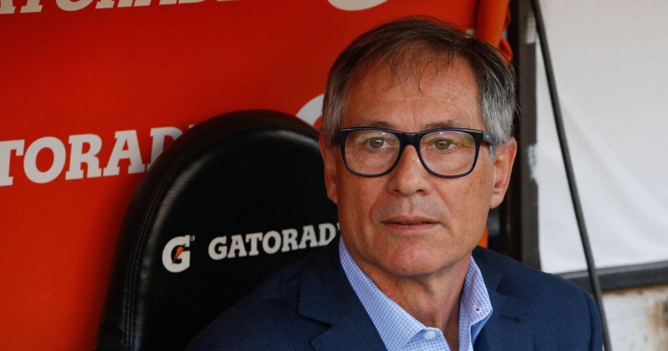 El entrenador trasandino fue presentado en Santos en marzo pasado. AGENCIA UNO/ARCHIVO