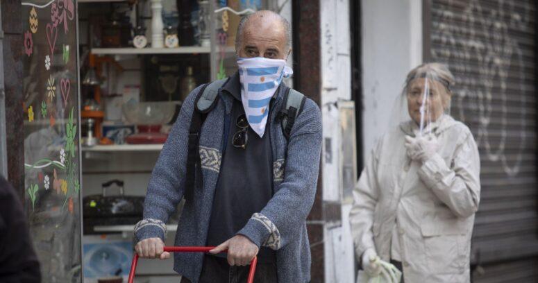 Argentina suma más de 24.000 casos en medio de críticas al cierre de colegios