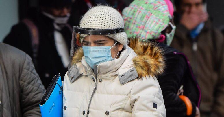 """""""Perú impone uso de escudo facial para realizar compras por alza en los contagios de coronavirus"""""""