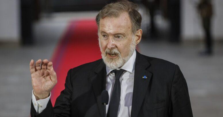 """Embajador Bielsa elogia a Piñera por compra de vacunas: """"Leyó muy bien el mercado"""""""