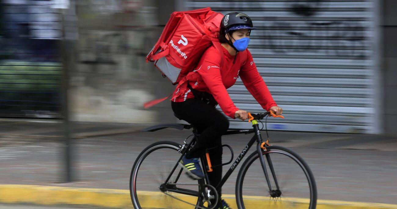 Trabajadora de delivery en el centro de Concepción. AGENCIA UNO/ARCHIVO.