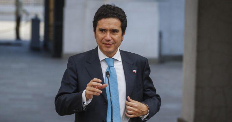 """Ignacio Briones corrige el tono y descarta """"ninguneo"""" a profesores"""